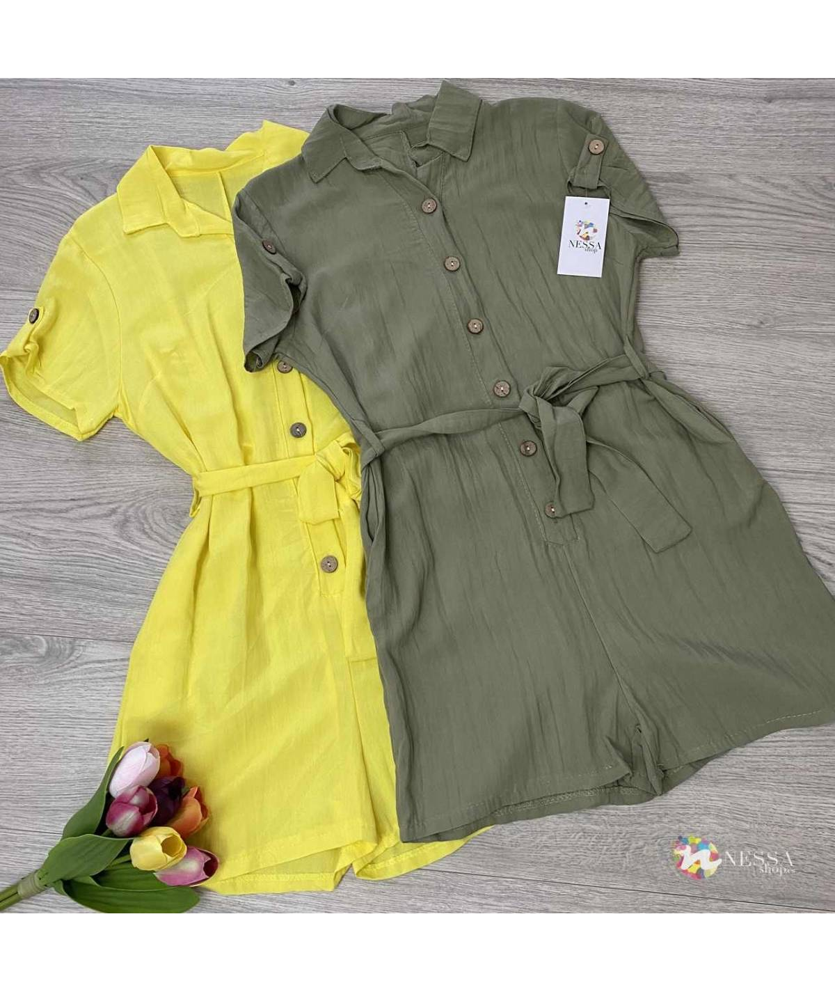 Short jumpsuit with buttons